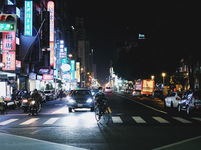 street-road-metropolitan-area-car-traffic 图片素材
