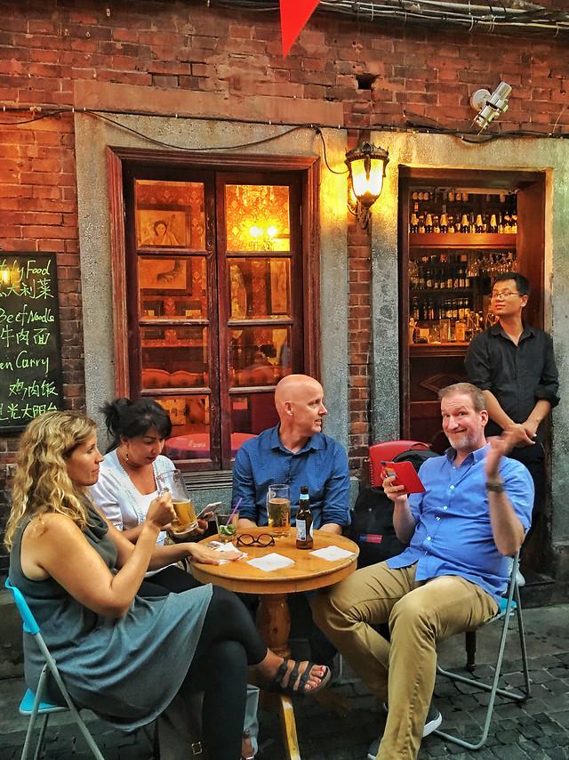 people-restaurant-man-woman-group 图片素材