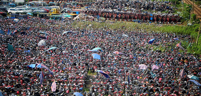 people-many-crowd-competition-group-together picture material