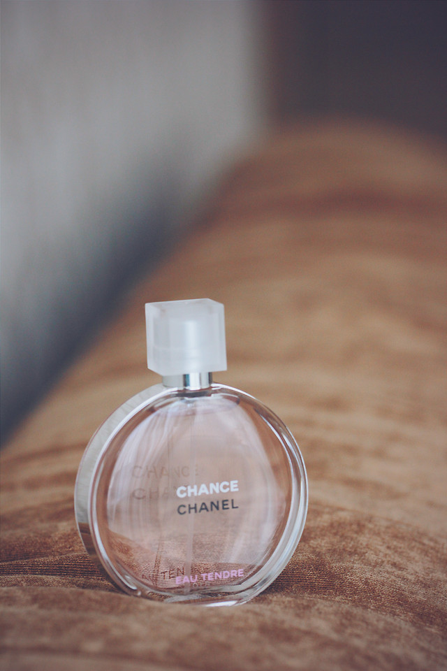 no-person-glass-glass-items-perfume-indoors picture material