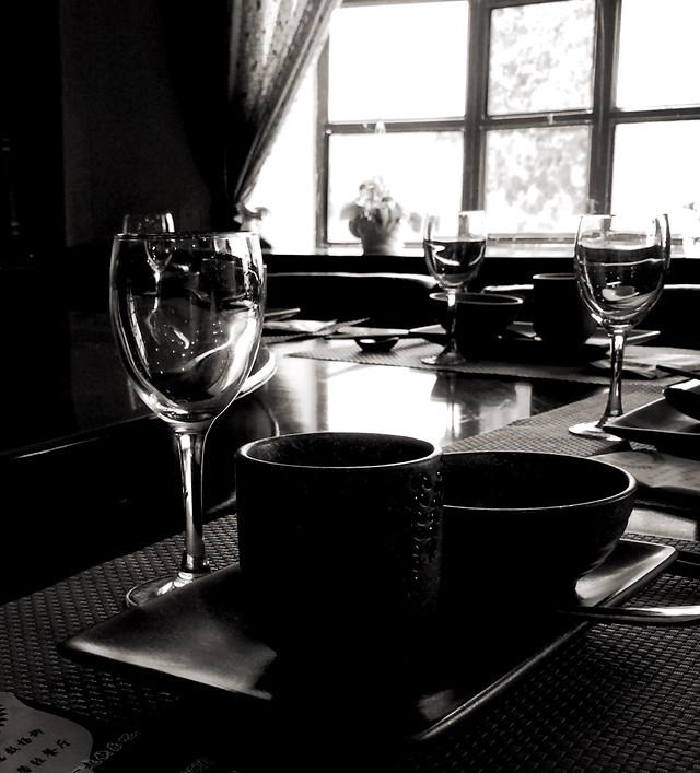 monochrome-no-person-table-restaurant-tableware picture material