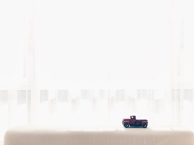 empty-fog-minimalist-art-family picture material