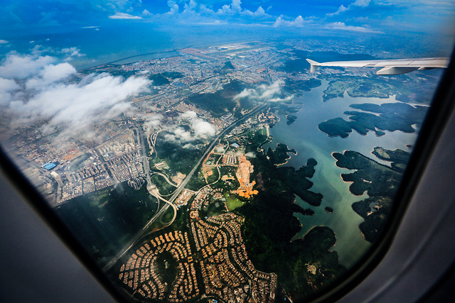 travel-map-ball-shaped-aerial-photography-water picture material
