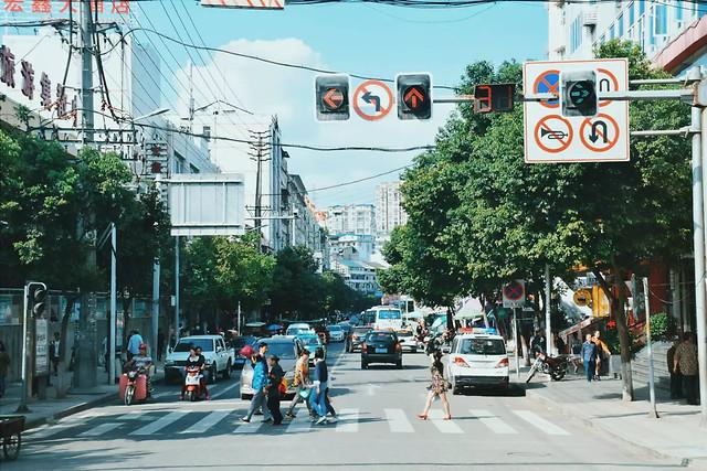 street-city-road-traffic-shopping 图片素材