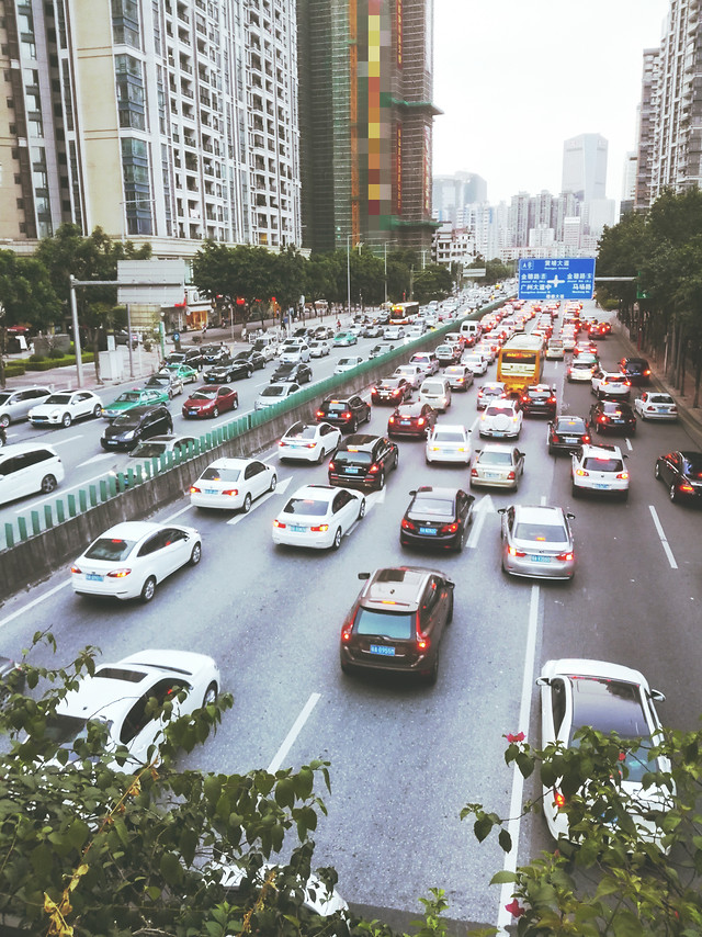 road-transportation-system-traffic-car-city 图片素材