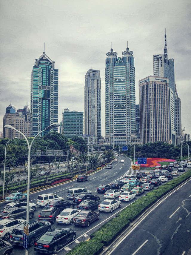 downtown-skyscraper-city-metropolitan-area-traffic 图片素材