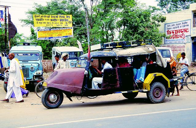 car-land-vehicle-vehicle-motor-vehicle-mode-of-transport 图片素材