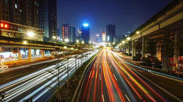 traffic-downtown-fast-bus-blur 图片素材