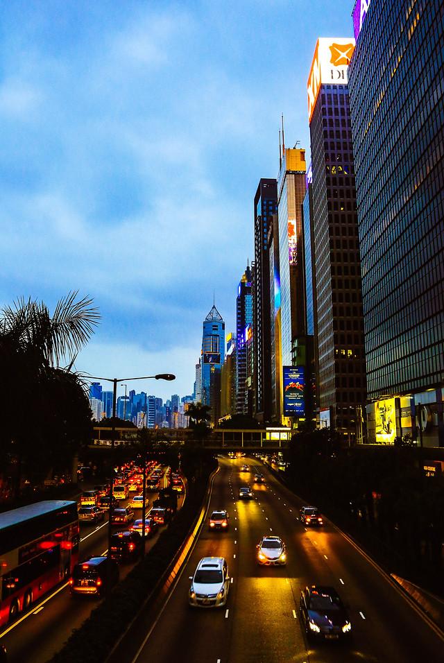 metropolitan-area-downtown-city-travel-traffic 图片素材