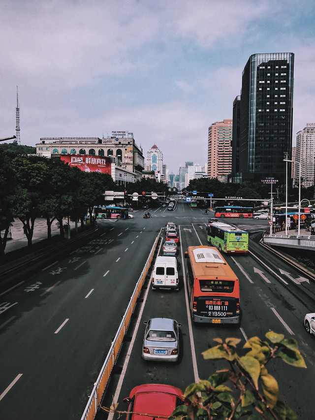 road-transportation-system-metropolitan-area-traffic-car 图片素材