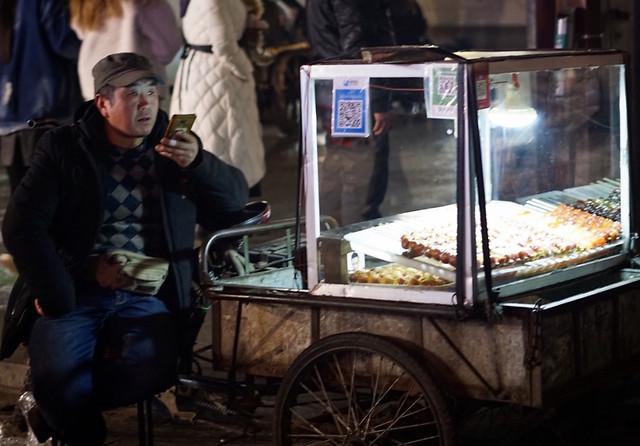 people-commerce-market-adult-man 图片素材