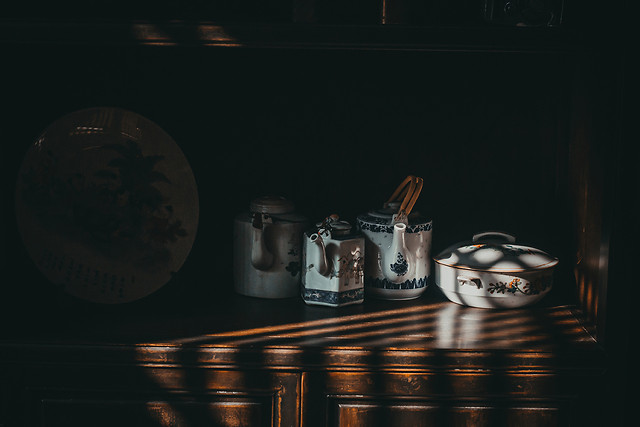 no-person-still-life-dark-light-container picture material