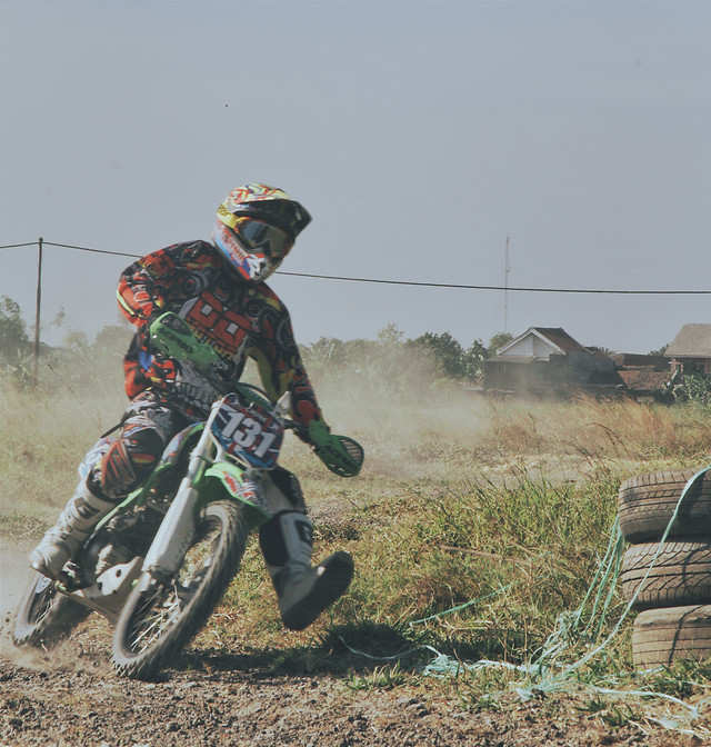 vehicle-competition-action-bike-people picture material