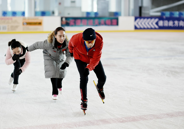 ice-skate-competition-skating-adult-action picture material