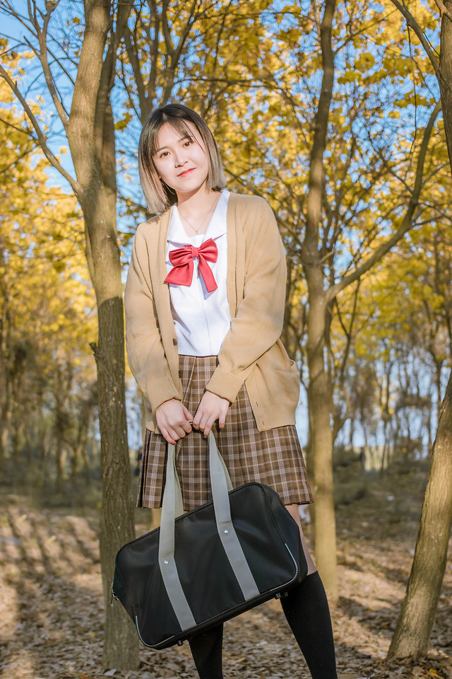 fall-outdoors-nature-woman-clothing picture material