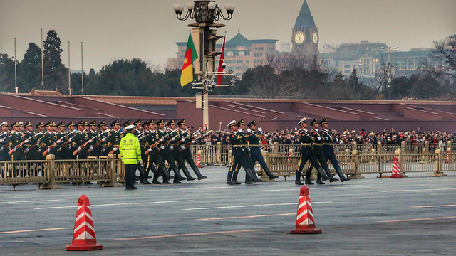 people-military-vehicle-transportation-system-group-together 图片素材