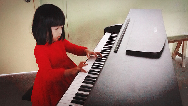 piano-keyboard-pianist-music-students picture material
