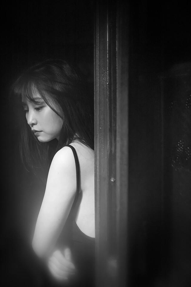 girl-monochrome-portrait-woman-model picture material