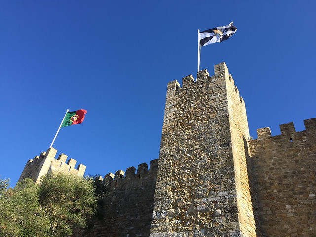 castle-architecture-flag-military-travel picture material