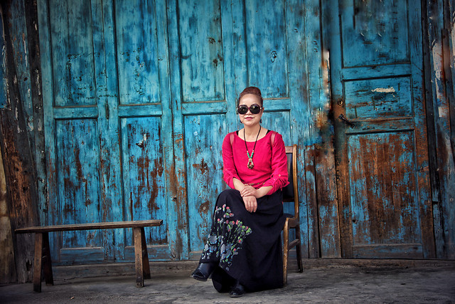 blue-people-street-door-photograph picture material
