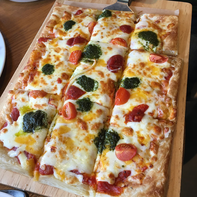 pizza-cheese-mozzarella-dough-crust 图片素材
