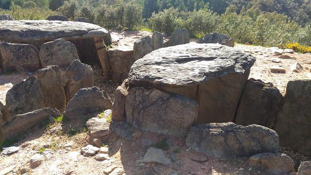 los-dolmenes-de-el-pozuelo picture material