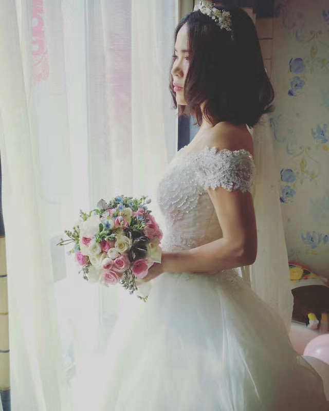 bride-wedding-veil-bouquet-bridal picture material