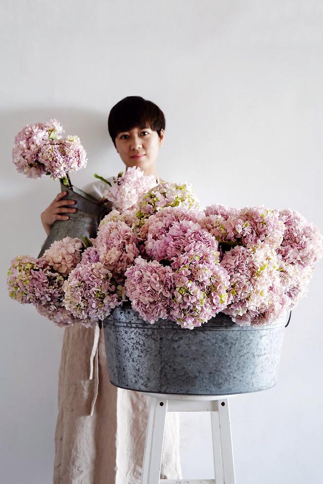 flower-bouquet-one-flower-arranging-flower-bouquet picture material