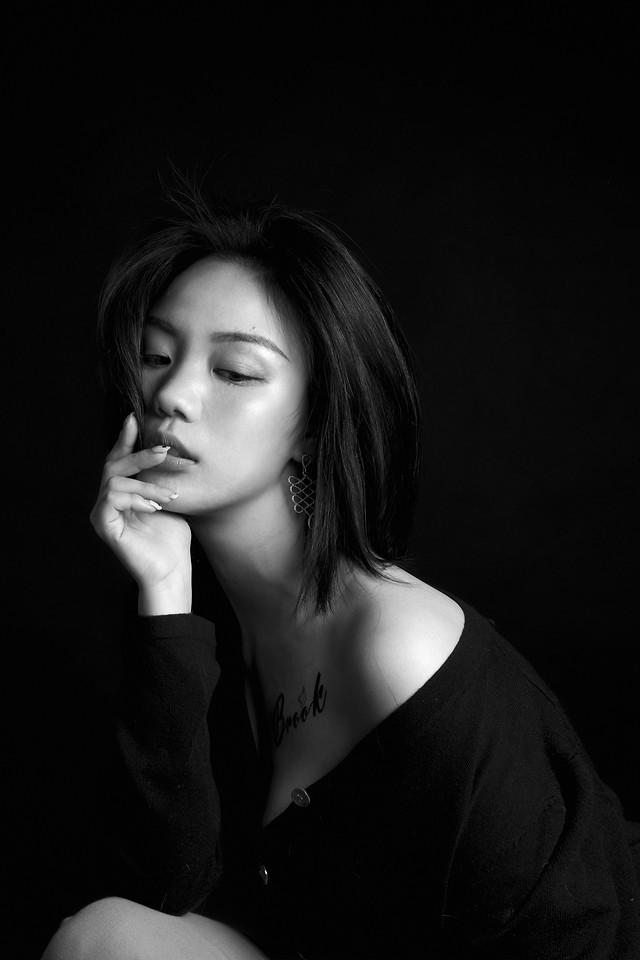 portrait-monochrome-girl-woman-fashion picture material