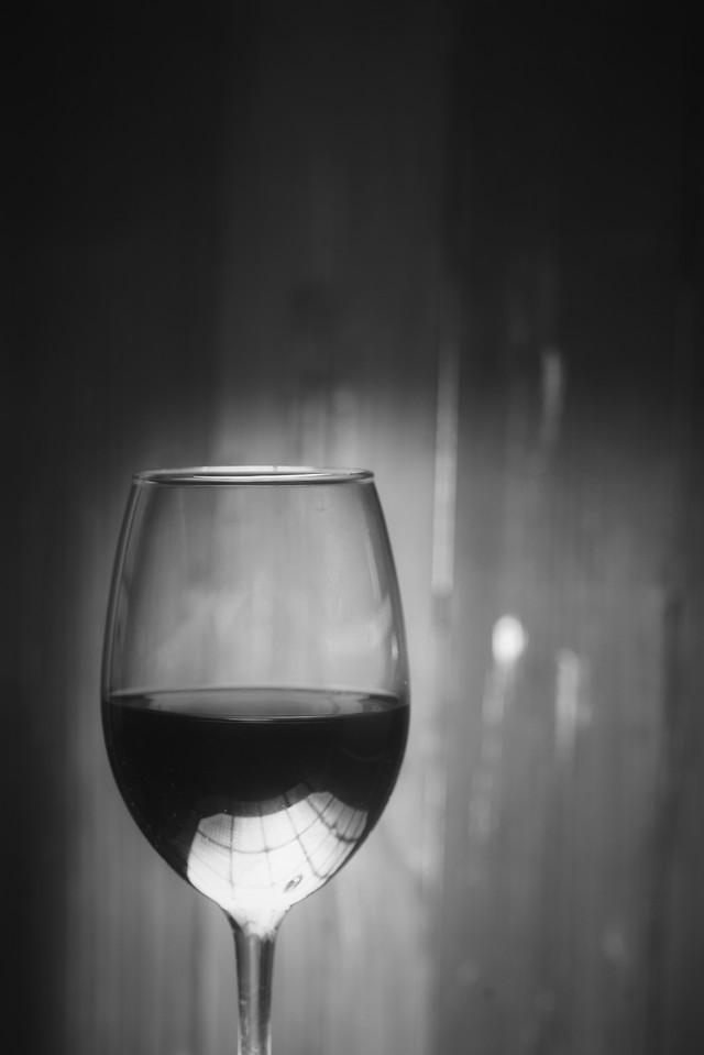 wine-glass-drink-alcohol-reflection 图片素材