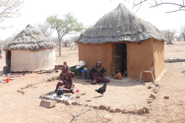 people-home-hut-travel-group 图片素材