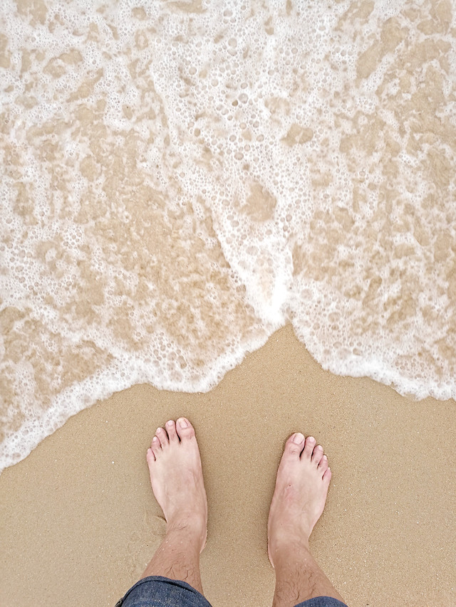 foot-barefoot-sand-girl-beach picture material