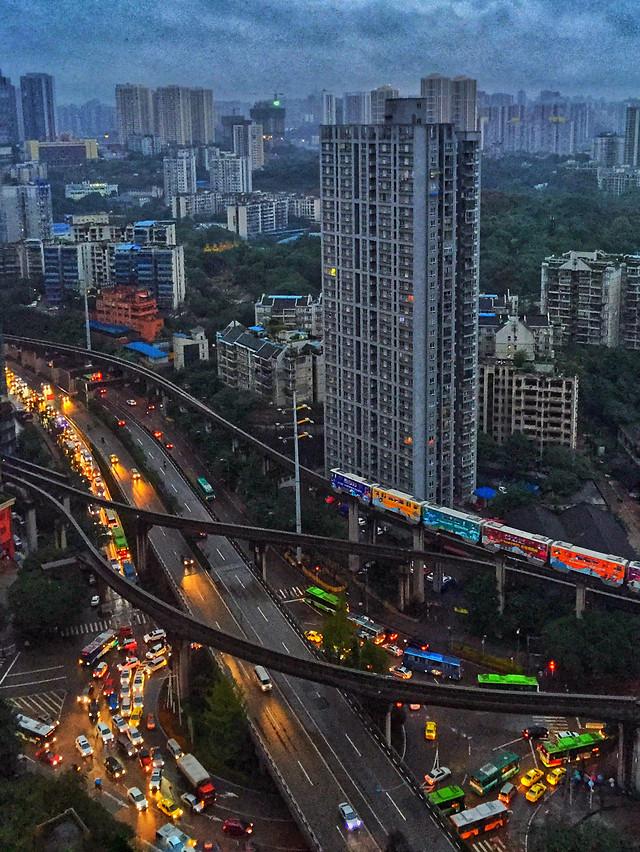 city-metropolitan-area-skyscraper-traffic-downtown 图片素材