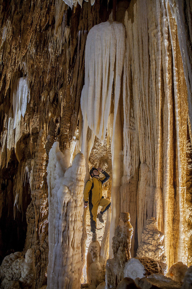 stalactite-cave-subway-system-no-person-limestone picture material